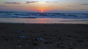 Cubrebocas causa más de contaminación en océanos durante 2020