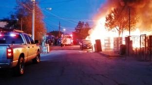 Dos mujeres adultas y una niña de unos 9 años de edad murieron este domingo por la madrugada durante un incendio residencial ocurrido en la colonia Mayos, al poniente de Mexicali.