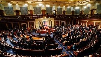 La sesión en la que los legisladores estadounidenses deben corroborar la victoria del candidato presidencial demócrata, Joe Biden, comenzó este miércoles a las 18:00 horas GMT, en medio de nuevas acusaciones sin fundamento del mandatario Donald Trump de que hubo fraude