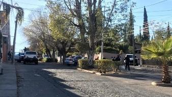 Un hombre baleado de gravedad y una mujer lesionada por choque fue el saldo de una persecución de elementos de la Guardia Nacional en Nogales.