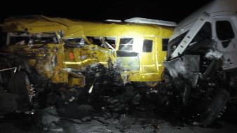 Choque entre camión de jornaleros y tráiler deja 3 lesionados