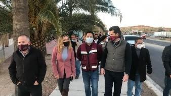 El presidente municipal de Nogales, Jesús Antonio Pujol Irastorza, realizó un recorrido por el periférico Luis Donaldo Colosio, acompañado de funcionarios y encargados de la obra de remodelación.