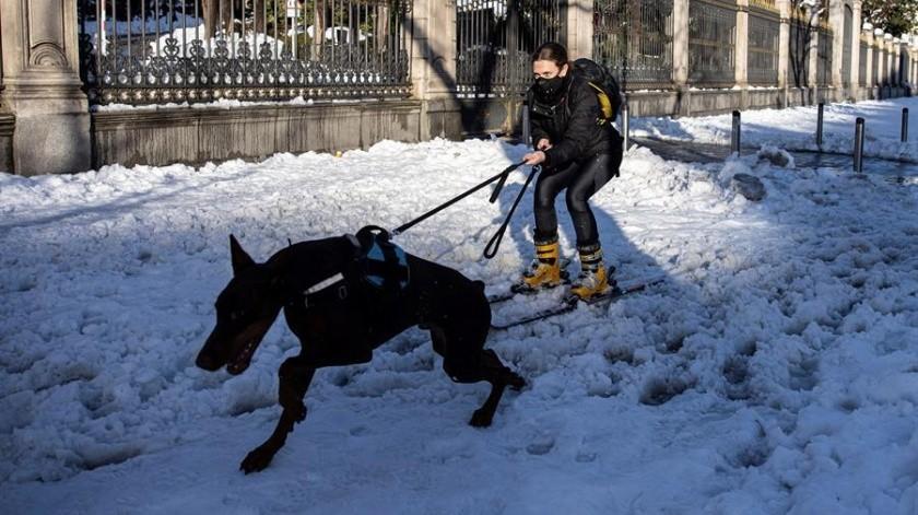 Más de la mitad del territorio español se encuentra en alerta roja con más nieve pronosticada para este sábado.(EFE)