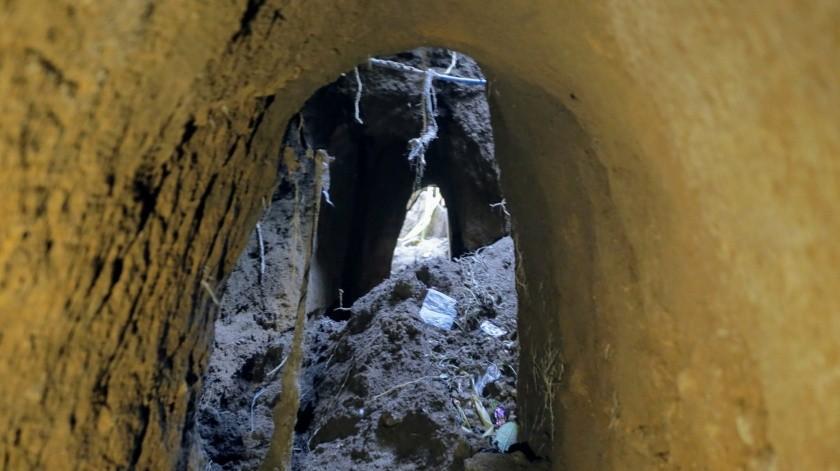 Son alrededor de 6 viviendas que tienen el túnel bajo su banqueta.