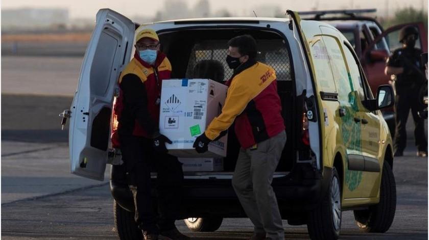 Esta carga se suma a otros dos lotes, uno de 10.000 dosis recibidas el pasado 24 de diciembre, cuando Chile inició el proceso de inmunización, y a las 11.700 que llegaron el último día del año 2020.(EFE)