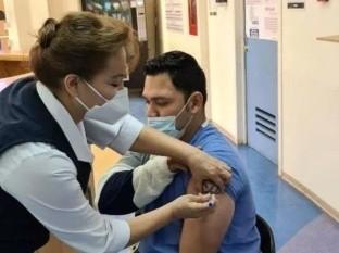 Camillero del Hospital General, el primer vacunado contra Covid-19 en Obregón