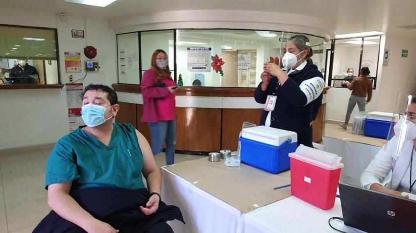 El director del hospital general de navojoa indicó que las 8 horas de hoy pusieron la primera vacuna a una enfermera de dicho nosocomio.(Jesús Palomares)