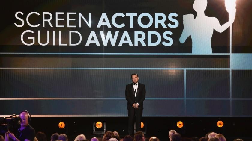 Leonardo DiCaprio presenta el premio a la trayectoria durante la ceremonia de los Premios del Sindicato de Actores de la Pantalla (SAG, por sus siglas en inglés).(AP)