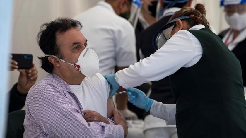 Por ahora, México sólo está vacunando a personal de salud, sobre todo a quienes están en el primer cuadro de lucha contra la Covid-19.