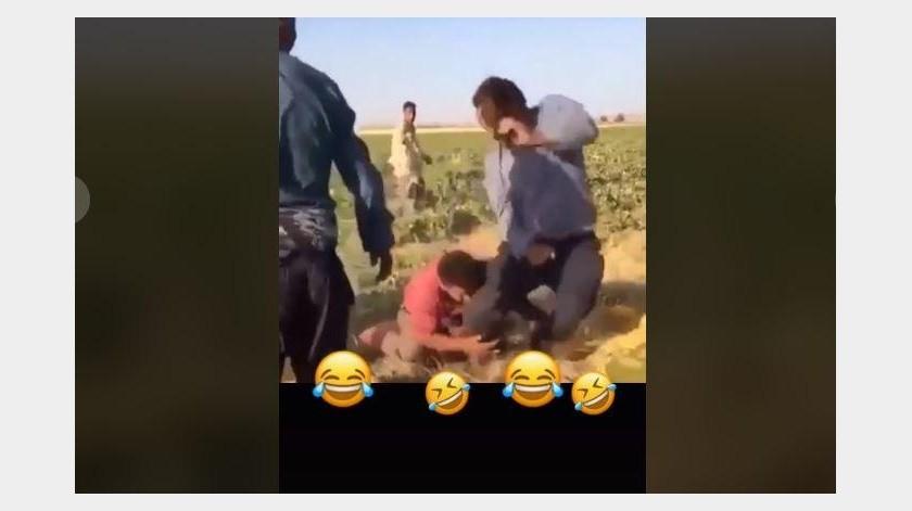 Hombre se lleva tremendo susto con la broma que le hace su compañero(TikTok)