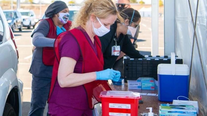 El estadio de los Cardenales es el centro de vacunación anti-Covid más grande en Arizona(Especial)