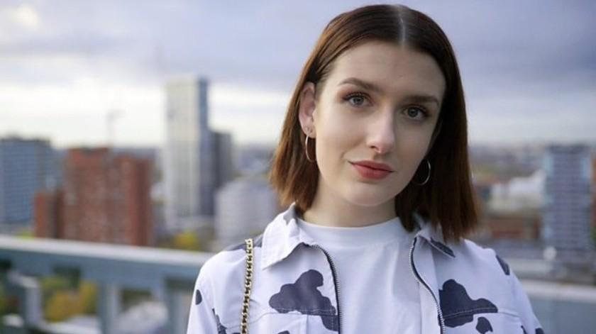 Lily creció en un pequeño pueblo, donde enfrentó muchos prejuicios, y ahora quiere mostrar a los jóvenes trans que las cosas mejoran con el tiempo.(BBC)