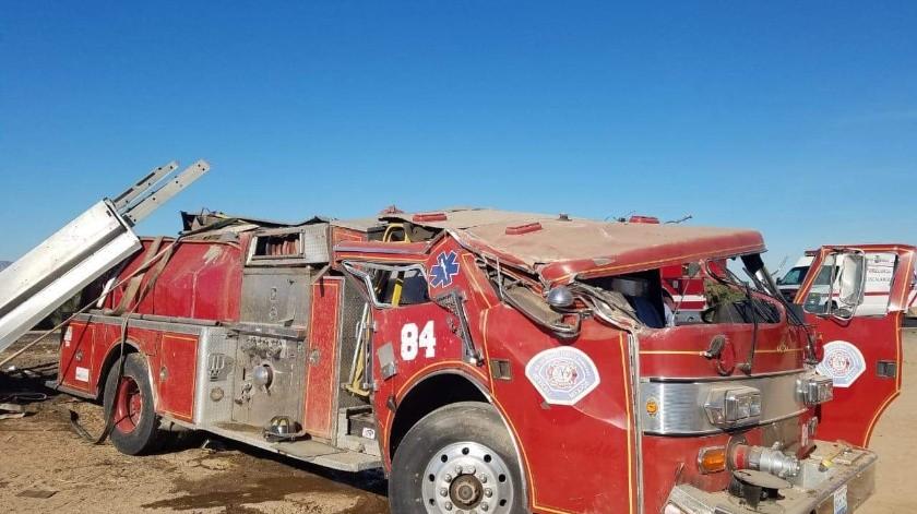 Vuelca máquina de bomberos en el valle(Cortesía)