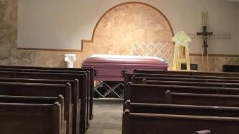 Pide el propietario de una funeraria de Nogales que se agilicen los procesos de investigación que permitan liberar para sepultar o entregar los 29 cuerpos de personas indigentes que están resguardados en sus instalaciones.