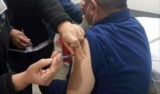 Más de diez mil dosis, de las más de 14 mil que llegaron al Estado, han sido aplicadas al personal de Salud, sin que las autoridades sanitarias reporten reacciones adversas al biológico.