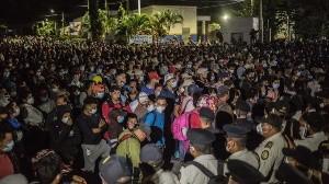 Caravana con más de 6 mil migrantes rompe cercos policiales e ingresa a Guatemala, van hacia México y EU