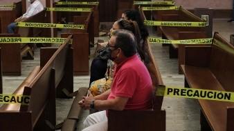 Sacerdote Molina enfrenta batalla contra Covid: llaman a oración