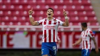 Jesús Molina anoto el único tanto de Chivas contra Toluca.