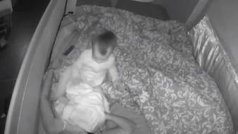 Bebé no deja a dormir a su madre en toda la noche