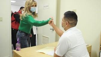La gobernadora Claudia Pavlovich comentó que el siguiente mes el Centro de Salud Rural de Villa Juárez recibirá un aparato de rayos X, con lo cual su equipamiento quedará completo.