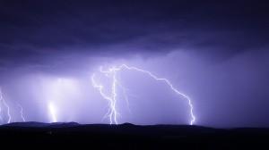 Asimismo, se estiman rachas de viento de 80 a 90 kilómetros por hora (km/h) en Baja California; de 70 a 80 km/h en Chihuahua, Sonora y el Golfo de California, y de 50 a 60 km/h en los estados de la Mesa del Norte y la Mesa Central.