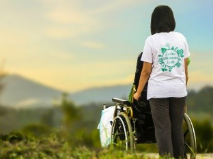 BBC Three habló con tres parejas jóvenes, en las que uno de los dos miembros tiene alguna discapacidad física, sobre sus experiencias y sobre cómo los percibe la sociedad.