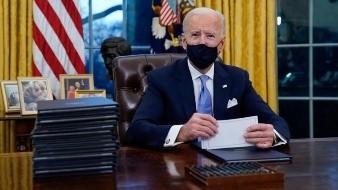 Donald Trump deja misteriosa carta a Joe Biden; la califica de