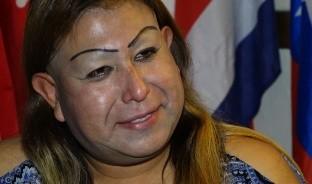 """Perla del Mar Hernández, una activista nada convencional, ayuda a más de 40 migrantes en el albergue """"Casa del deportado Sagrado Corazón"""". Esta es su historia."""