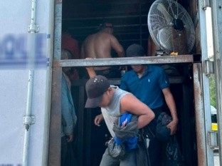 Intercepta Guardia Nacional tráiler con 128 migrantes centroamericanos