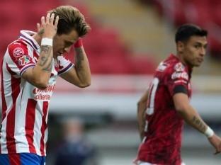 Atlético San Luis le ganó con contundencia a Chivas en la jornada 3 y los tapatíos sigue sin conocer el triunfo.