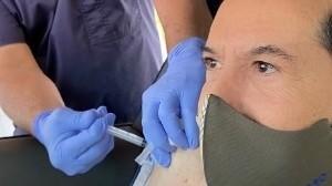 Juan José Origel reveló que se vacunó contra el Covid-19 en Estados Unidos.