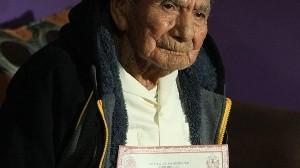 Manuel vivió la Revolución Mexicana y AMLO lo felicita por sus  124 años