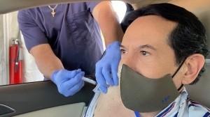 Juan José Origel fue criticado por aplicarse la vacuna anti-Covid