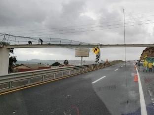 Sufre puente en Primo Tapia daños debido a fuertes vientos