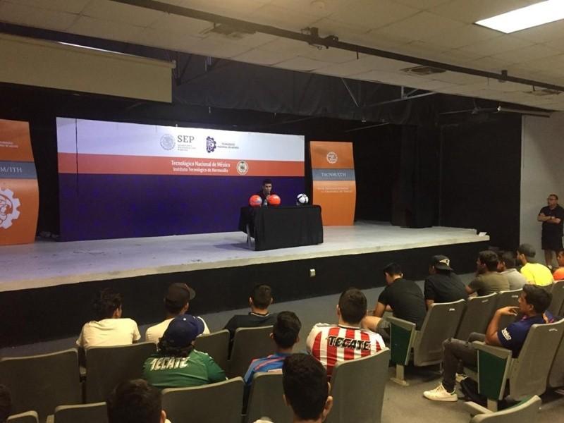 El sonorense Jesús Molina ofreció una plática en el ITH.