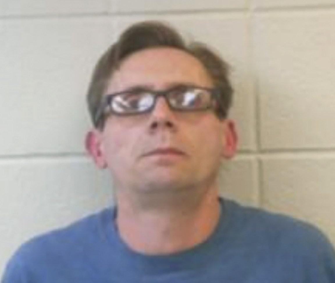 Esta fotografía facilitada por la policía muestra al doctor Terry Bateman, maestro universitario de química, acusado de fabricar metanfetaminas en Arkansas. (Oficina del jefe de la policía del condado Clark vía AP)